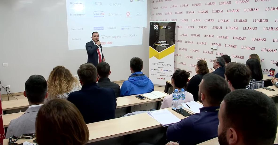 """Screenshot_2019-11-11 """"Selection Bootcamp"""", aktiviteti inovativ në Universitetitn """"Luarasi"""" nga Uplift Albania - YouTube(3)"""