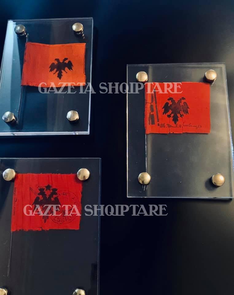 Flamujt e Kongresit të Lushnjes nga koleksioni i Olti Muzakës