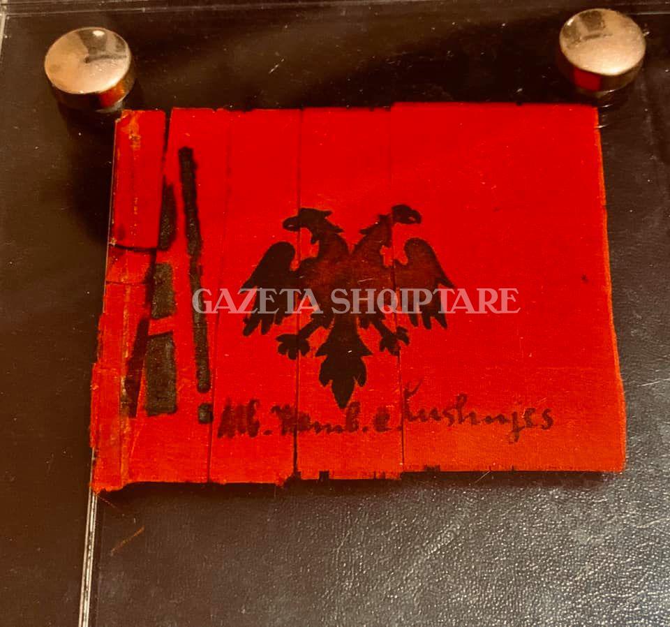 Flamur i Kongresit të Lushnjes nga koleksioni i Olti Muzakës