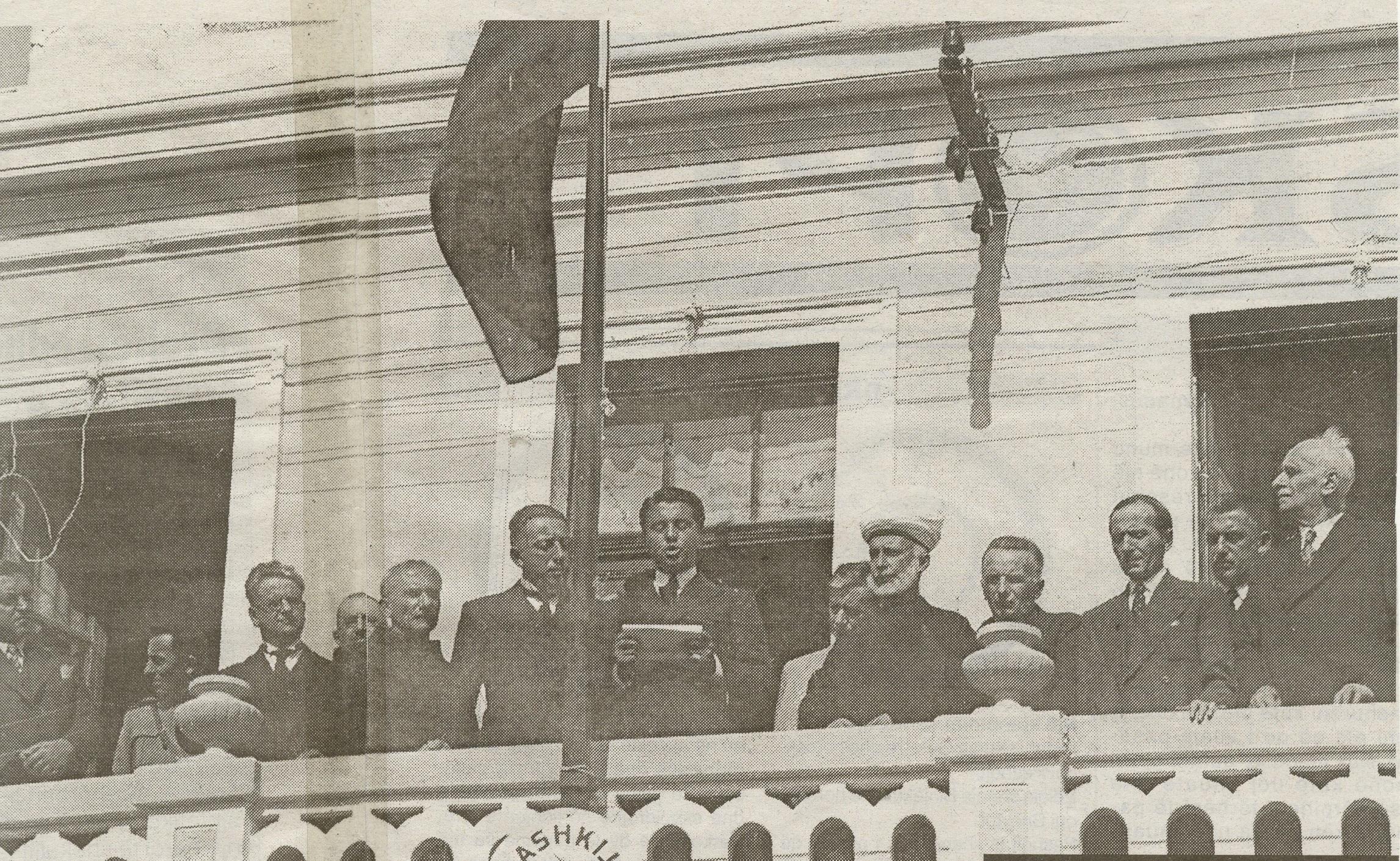 Fotoja origjinale e ceremonisë për Topullin, para se të manipulohej