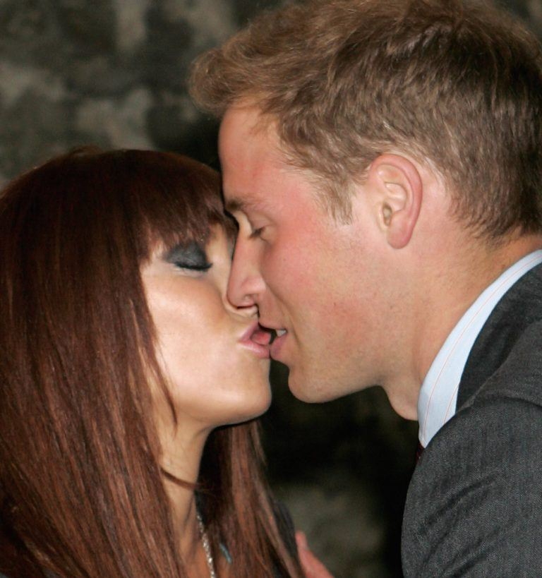 prince-william-meets-natasha-hamilton-of-atomic-kitten-in-the-artists-picture-id57667311-768x819-1