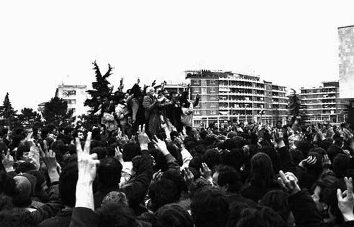 NERITAN CEKA KTHIMI I POPULLIT NGA URA E LANES PER NE SHESHIN SKENDERBEJ 21 JANAR 1991