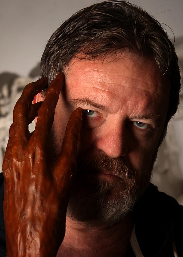 Portret i skulptorit Arben Bajo, fotografi nga Edvin Celo